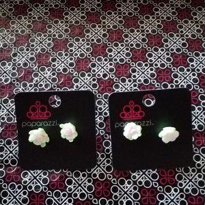 Paparazzi Girl Flower Earrings